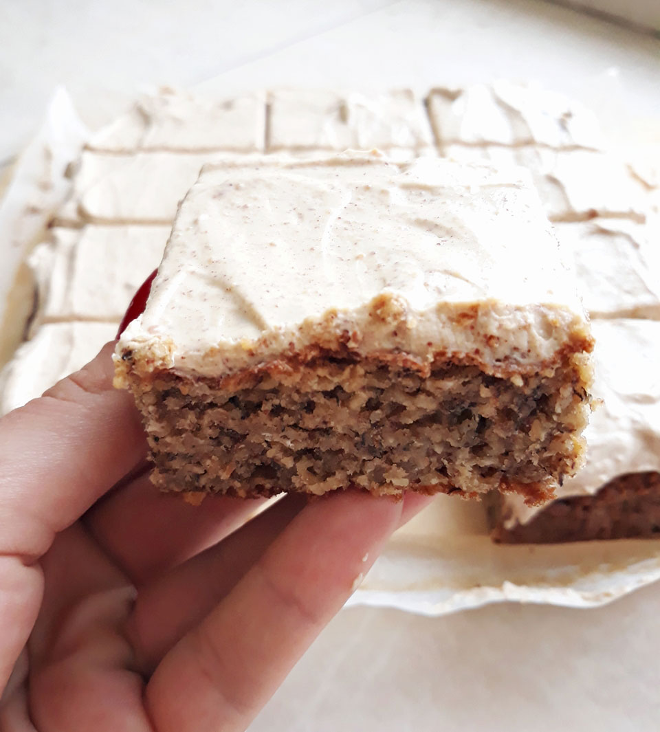 Vegan-peanut-butter-banana-cake-michaela-zakova