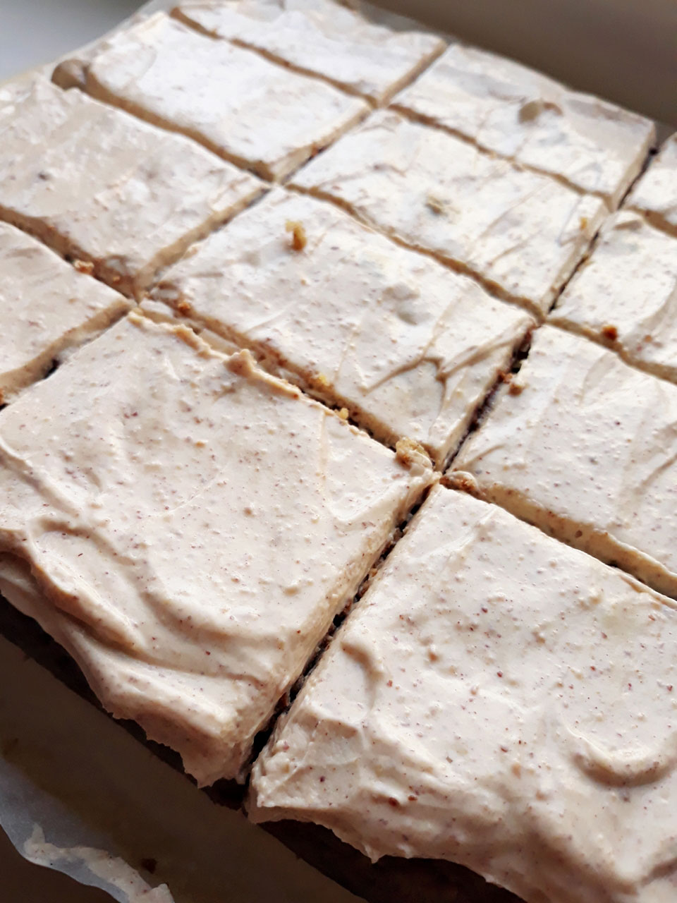 Vegan-peanut-butter-banana-cake