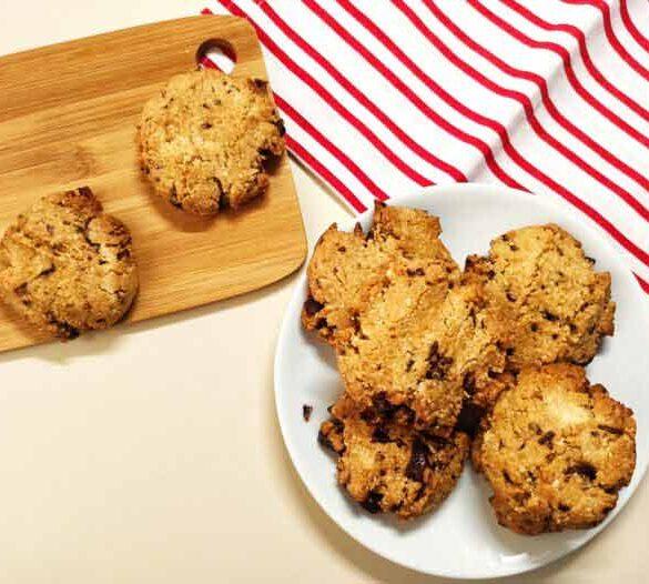 vegan-almond-chocolate-chip-cookies